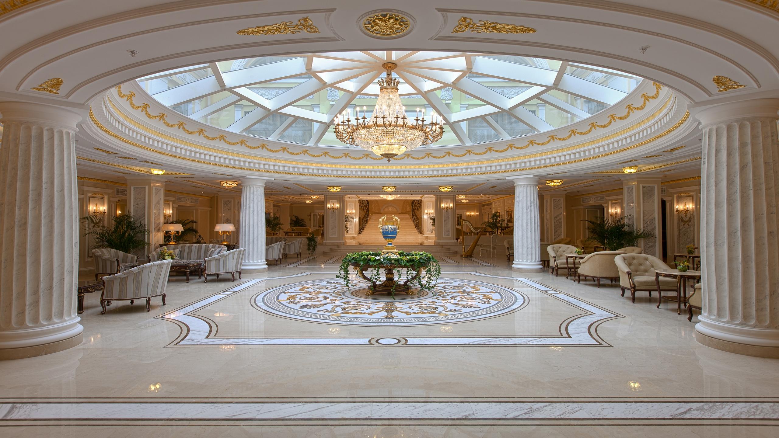 Холл отеля Эрмитаж
